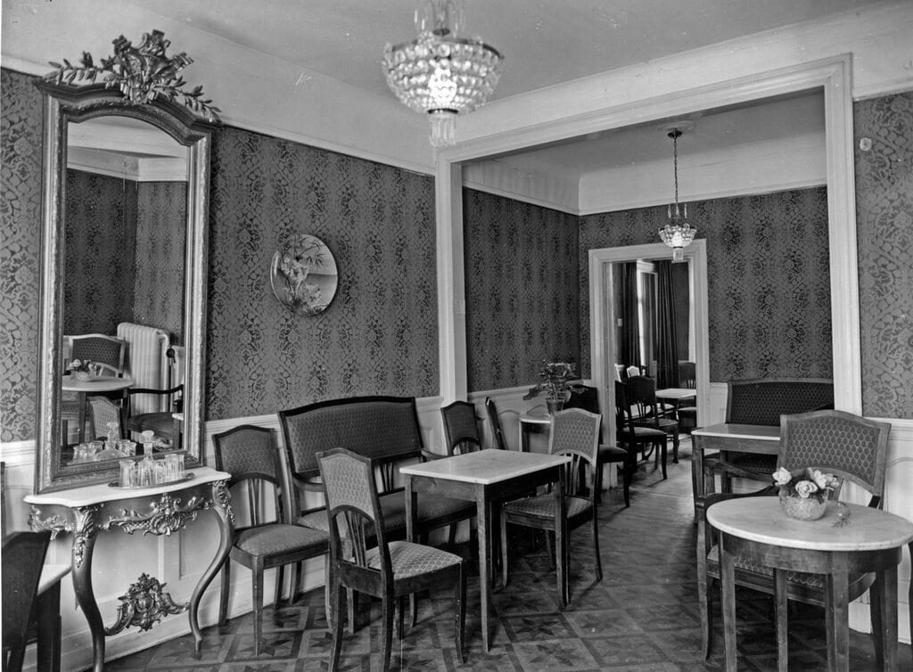 The elegant interior of a konditori from 1929