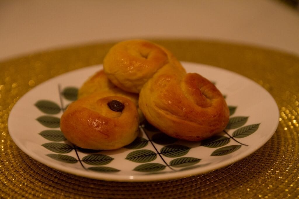 Saffron buns (Swedish lussebullar or lussekatter)