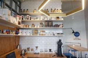 La barra de preparacion de cafes
