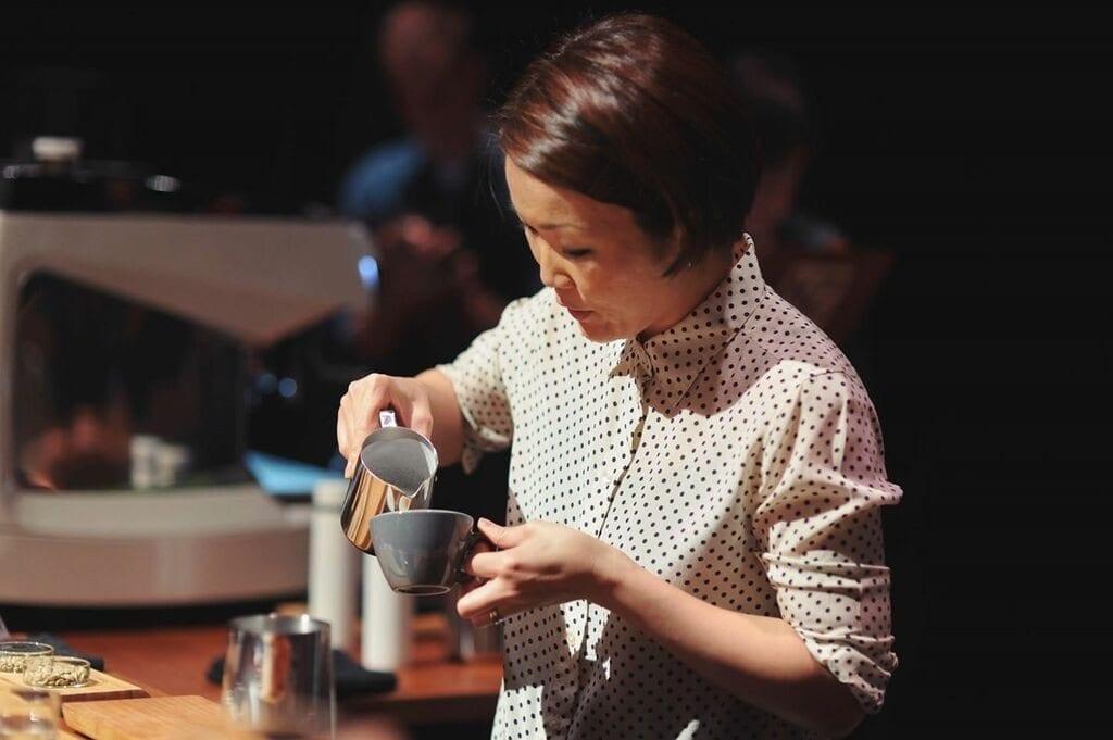 Hanna Teramoto pouring a cappuccino