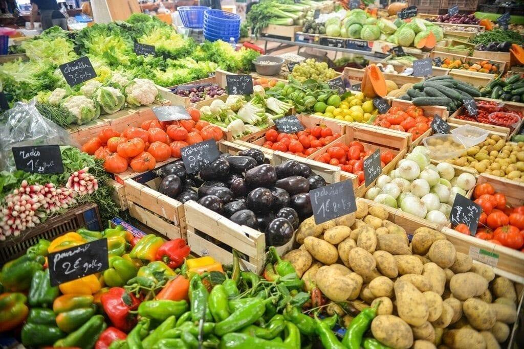 Farmers' markets