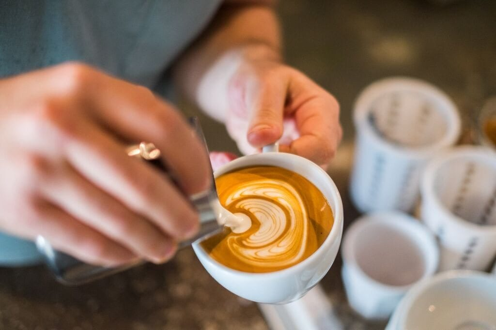 pouring latte art