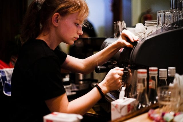girl_making_espresso