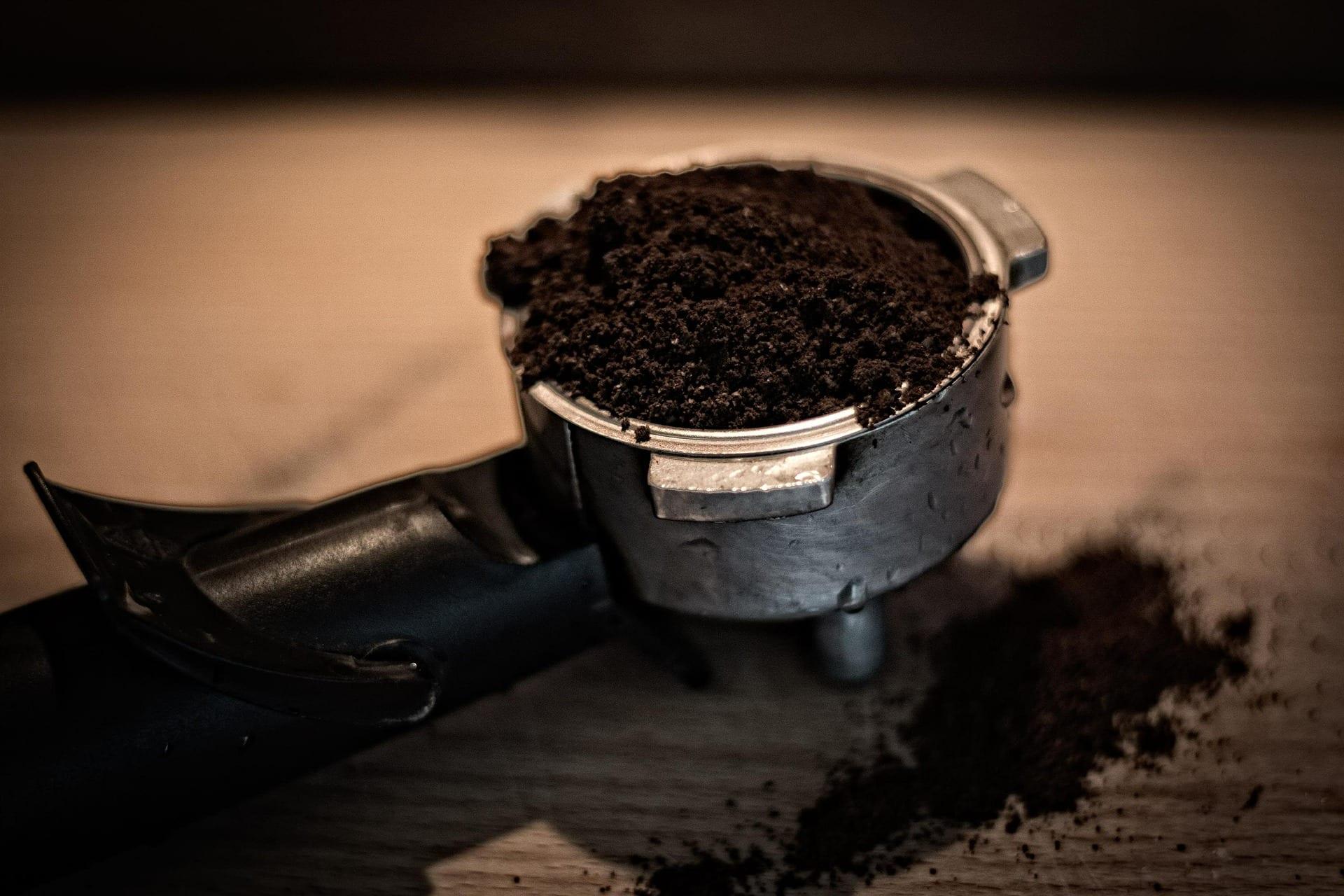 Organic Gardening: 1 VIDEO on Using Coffee Grounds as Fertiliser
