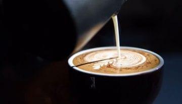 Guía Paso a Paso para Texturización de la Leche y Técnica de Vertido para Latte Art