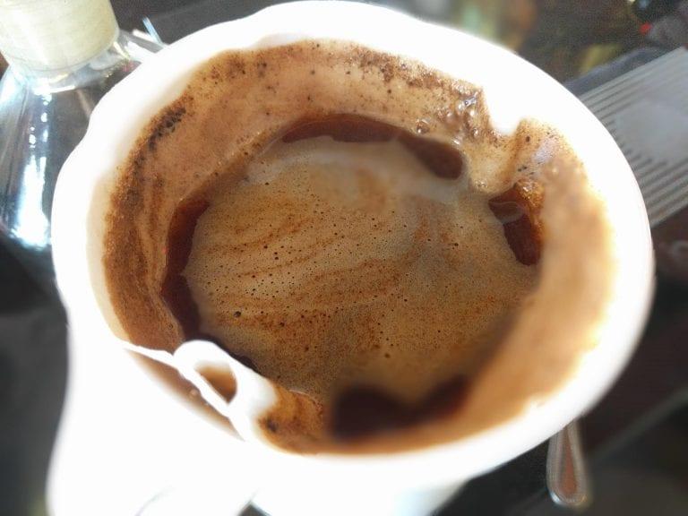 描述: Pour over coffee being brewed