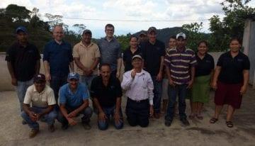 Opinión: Las Comunidades Productoras de Café Necesitan más que un Comercio Directo