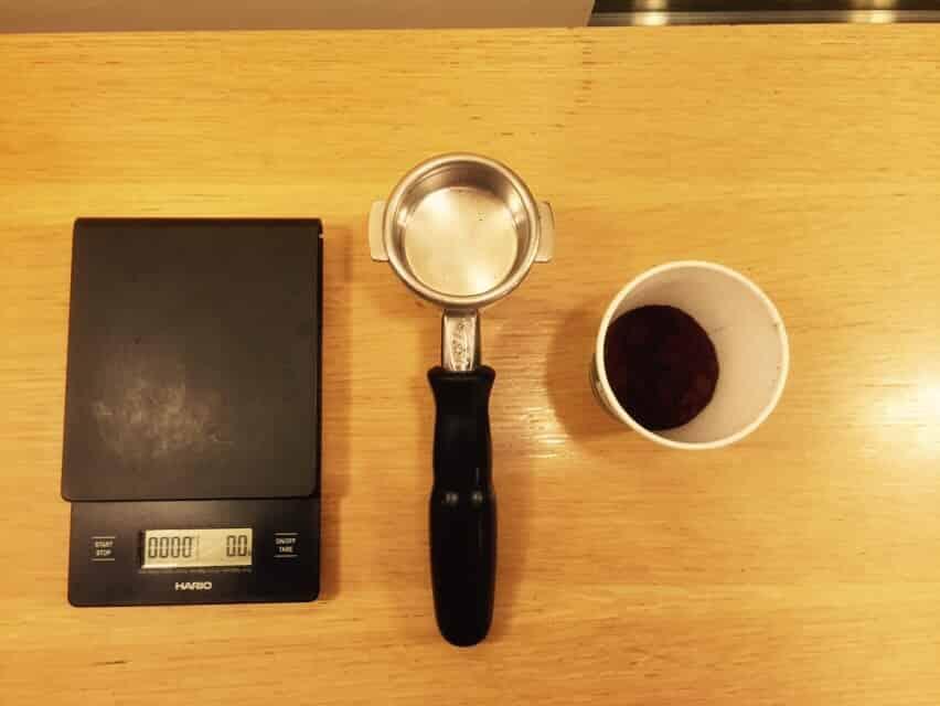 pesando el cafe