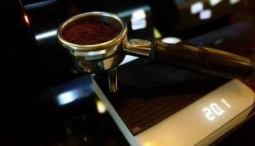 Cómo Consistentemente Podemos Servir un Buen Café