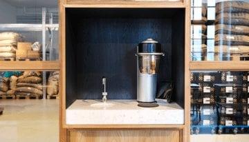 Las Tiendas de Café de Especialidad que Prefieren Cafeteras Automáticas a un V60