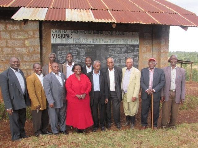 miembros de la cooperativa de cafe de kenya