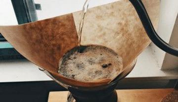 El Gran Debate de los Filtros de Café: ¿Blanqueados o Sin Blanquear?