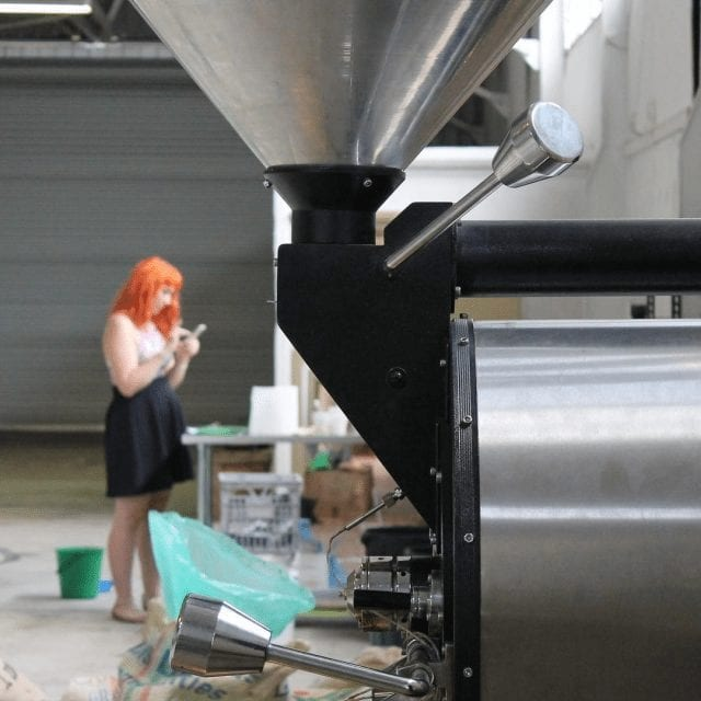 Analizando café en torrefactora