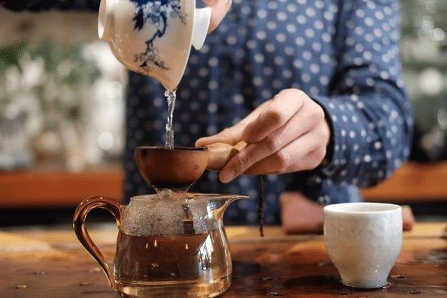 Preparando té verde