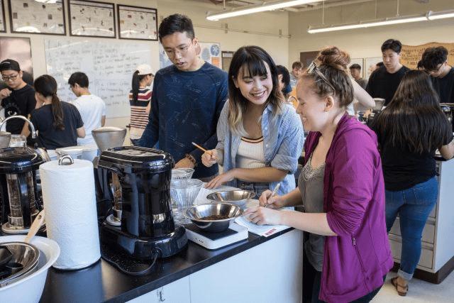 estudiantes de cafe