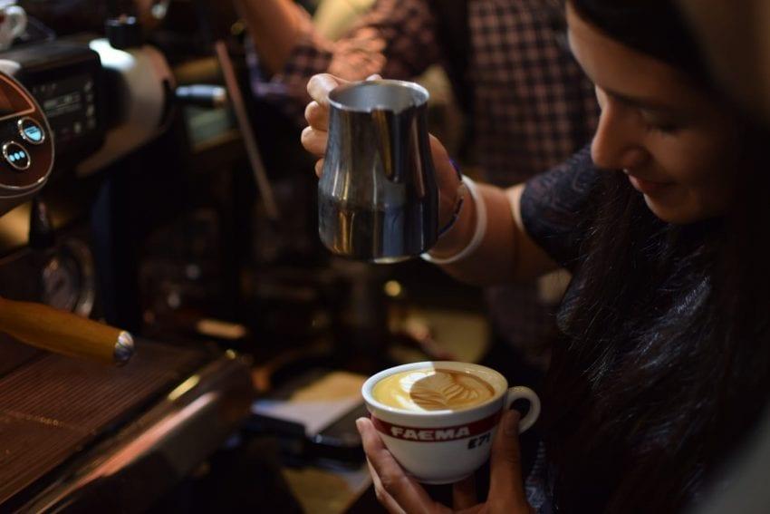 ترکیب کیفیت، کارایی و خدمت رسانی به مشتری در کافه