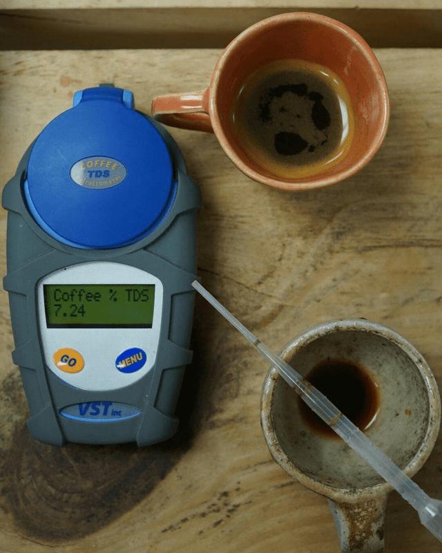 midiendo tds de cafe