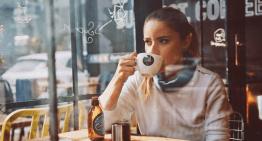 Buenos Modales en las Tiendas de Café: Evita Pasos en Falso