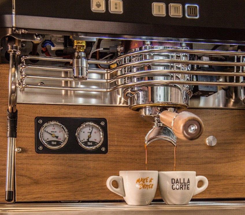 Preparando espresso