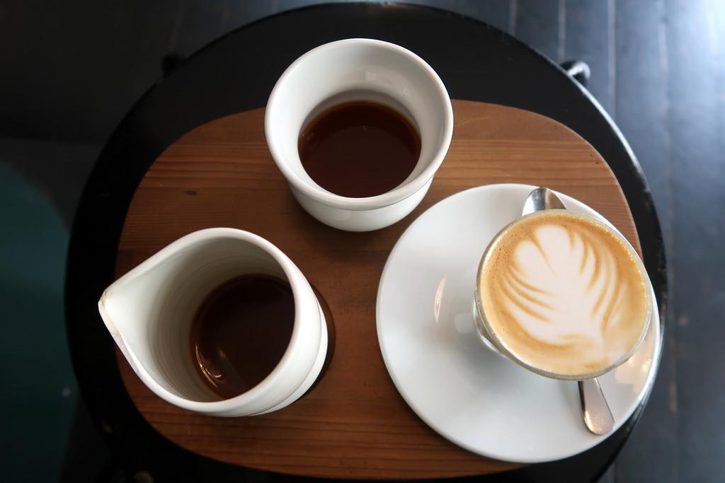 tres cappuccinos listos para beber