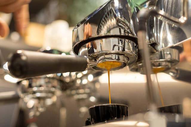 如何在制作意式浓缩咖啡的饮料时提高一致稳定性-咖报