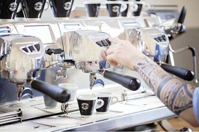 preparando dos espressos
