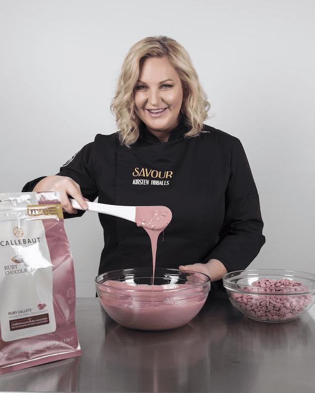 haciendo chocolate con otros ingredientes
