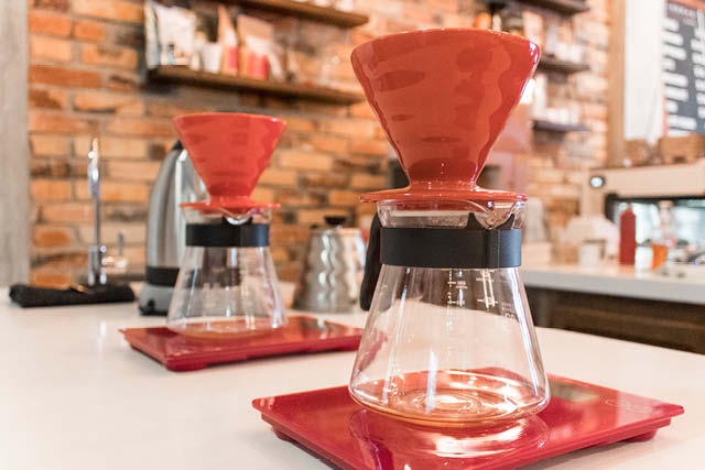 red v60s in coffee shop