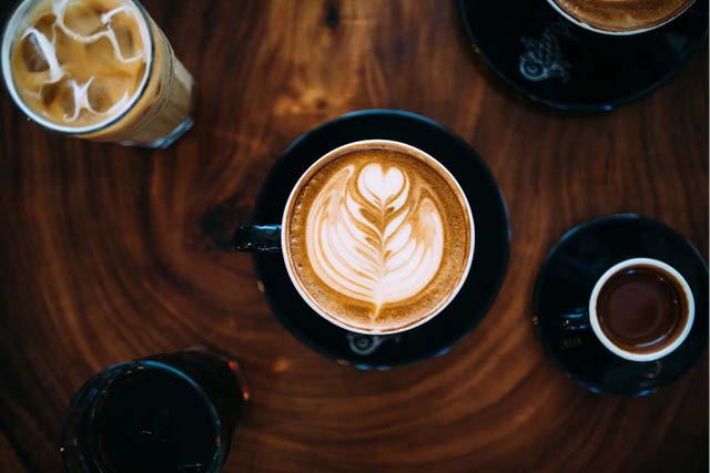 taza de cappuccino listo para tomatr