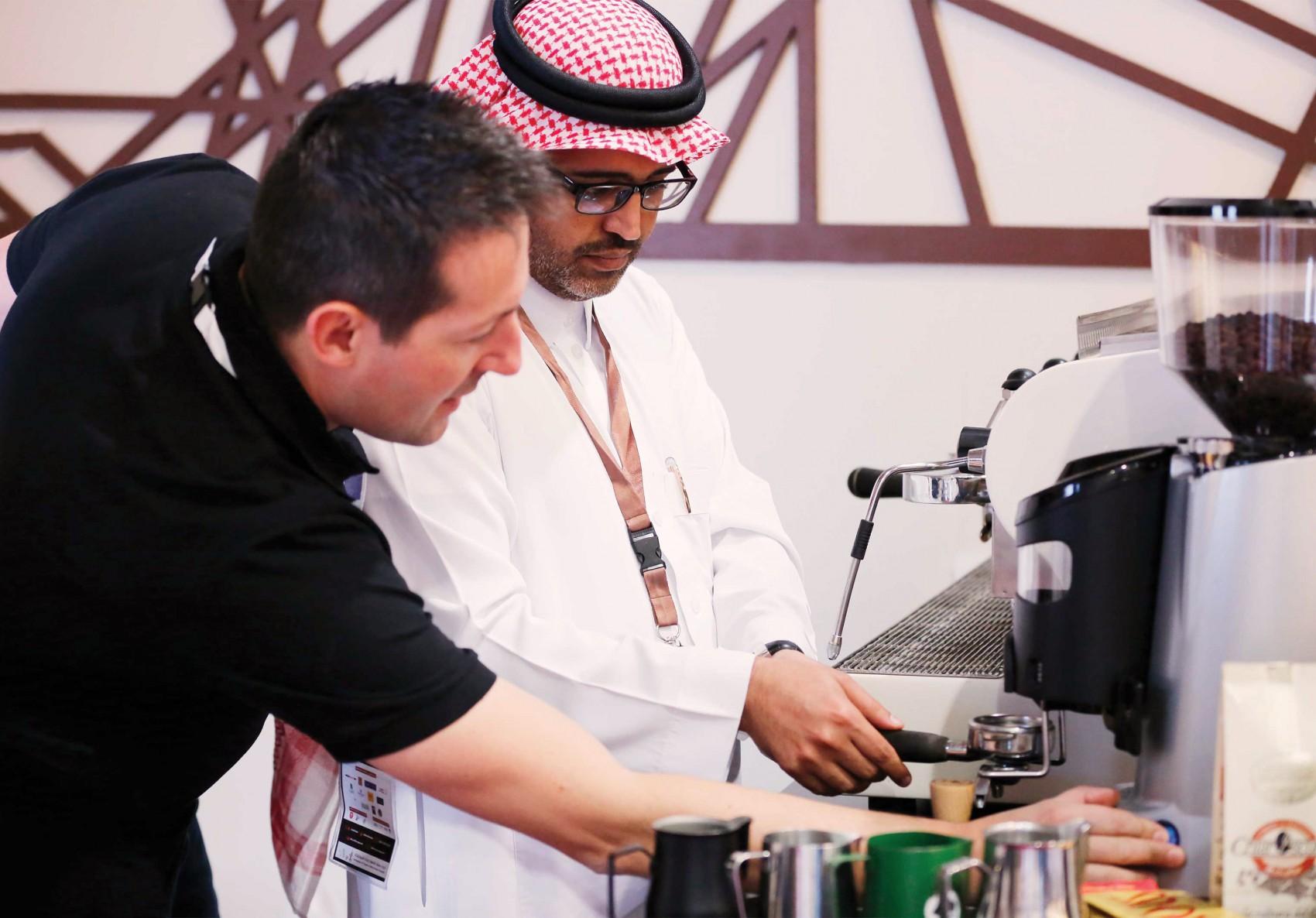 preparando cafe en Arabia