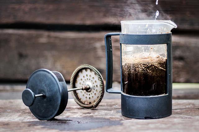 cafe recien preparado en una prenda francesa