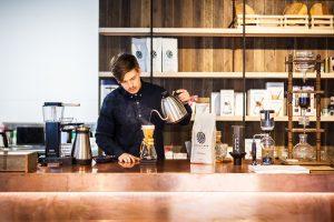 barista brewing coffee on a chemex