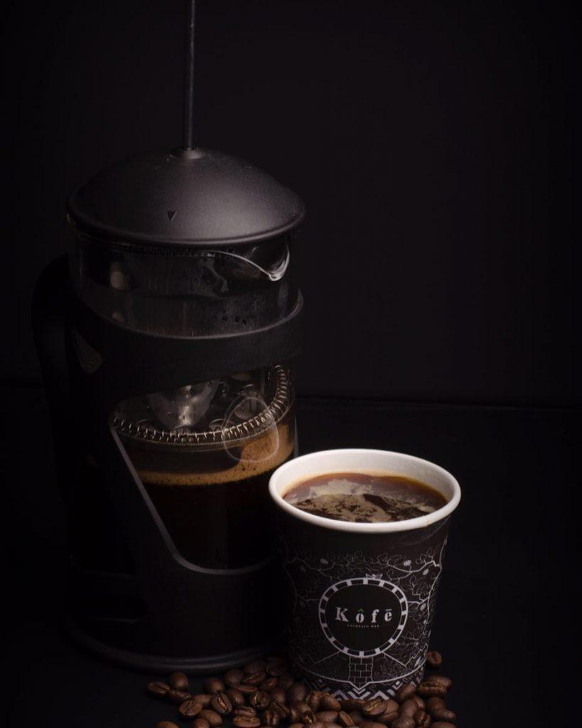 Un cafe preparado en prensa francesa