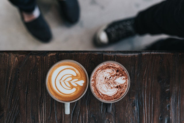 a latte and a mocha drink