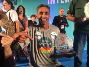 Afonso Lacerda with his trophy for coffee of the year
