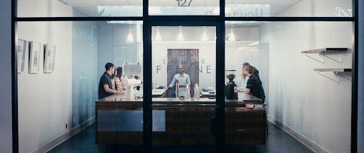tienda de cafe vista desde afuera