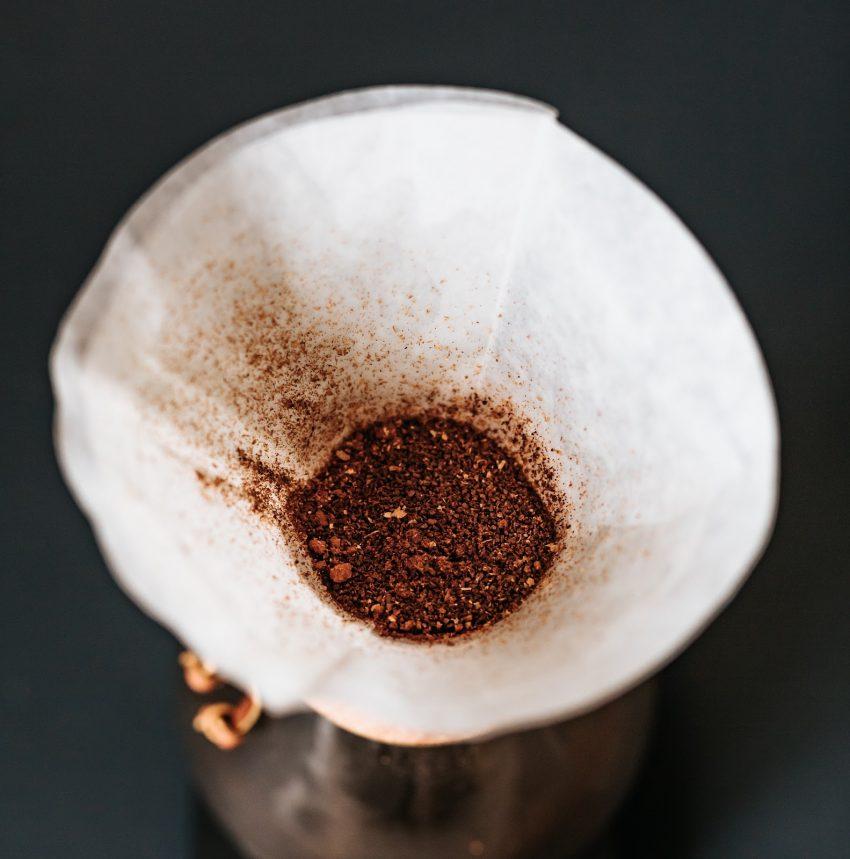 cafe molido en un chemex