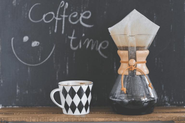 una cafe preparad en chemex listo para tomar