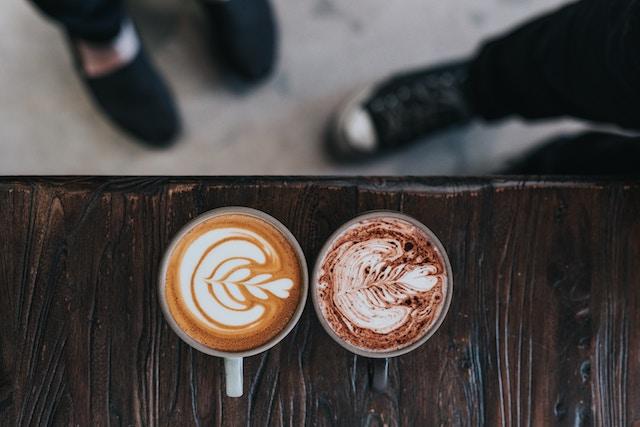 un cappuccino y un mochachino