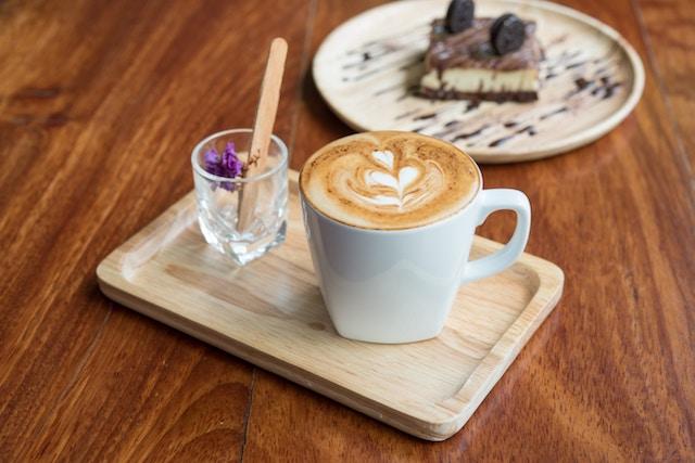 latte and dessert