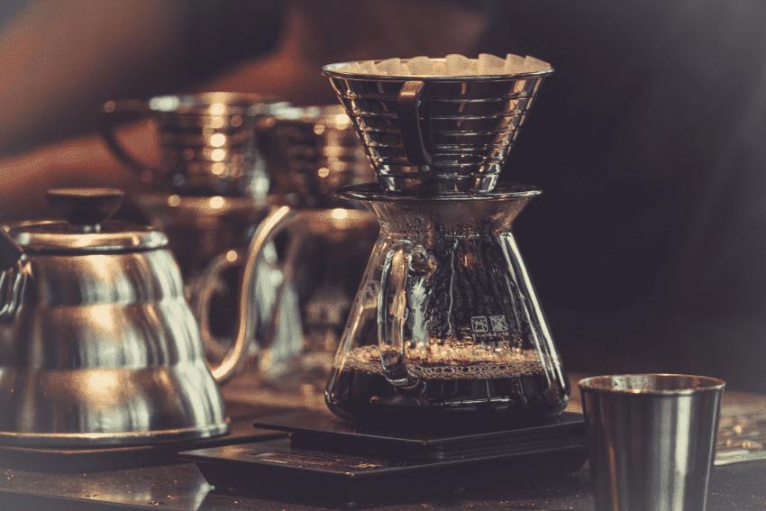 cafe preparado en una kalita wave