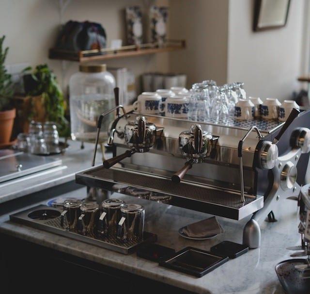 un hermosa maquina espresso