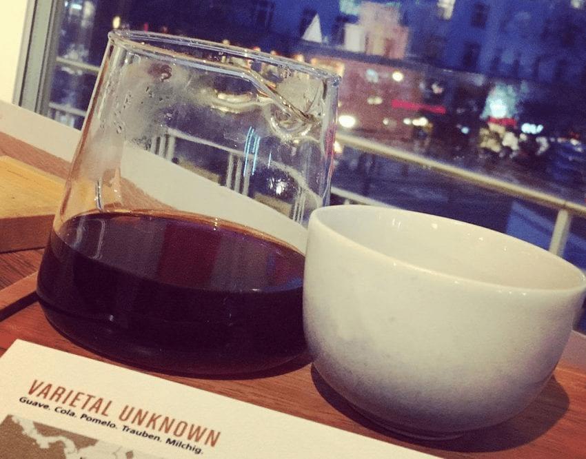 una taza de cafe de un v60