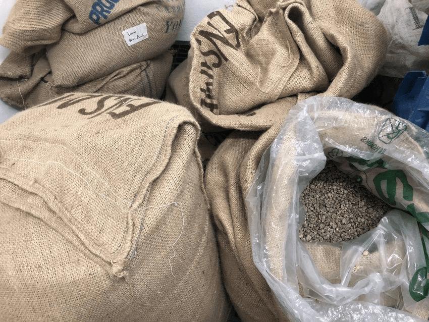 cafe verde en sacos de grain pro y yute