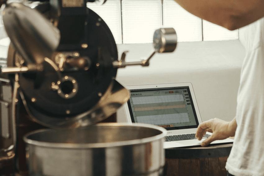 un tostador trabaja con un software de tostion