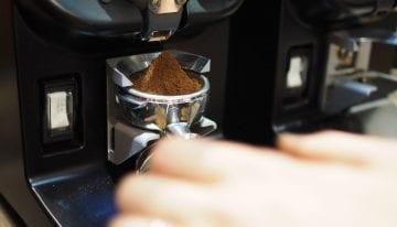 Espresso Consistente: Molino Con Temporizador vs. Gravimétrico